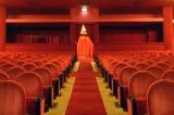 Aiutare la cultura comprando una poltrona in teatro