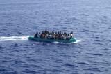 Migrante muore sul gommone, gettato in mare è divorato dagli squali