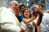 """Selfie"", la parola dell'anno 2013 per l'Oxford Dictionary"