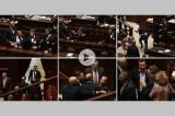 VIDEO M5S contro il Parlamento: schiaffi mentre arriva la legge elettorale