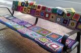 Urban knitting: quando le strade si rivestono di lana