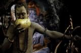 Fotografo vive con Aghori, cannibali indiani