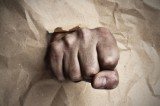 Il knockout a Roma: pugni in faccia ai passanti per gioco