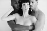 Marito disperato: fa sesso a tre con la moglie ma l'altro è più dotato
