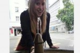 Foto con fontana a forma di fallo. L'assessore Luisa Marro è nei guai