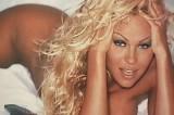Pamela Anderson ha cambiato il mondo. Viva la diplomazia di Baywatch