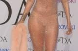 Rihanna trionfa ai CFDA Awards con un nude look da togliere il fiato