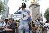 VIDEO Body Painting mania, 40 modelle nude conquistano New York