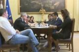 Streaming (lento) e prove di dialogo fra Renzi e M5S sulla legge elettorale