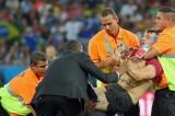 VIDEO Finale Mondiali 2014, invasore in campo al Maracanà mezzo nudo