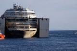 La Costa Concordia lascia il Giglio. In diretta il viaggio verso Genova