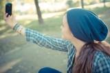 Per gli italiani è selfie mania: ne scattiamo un milione al giorno