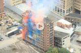 New York, hotel demolito con fuochi d'artificio ed esplosioni colorate