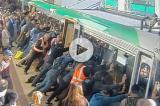 VIDEO – Australia: pendolari sollevano la metro per liberare un uomo