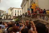 Salerno, caos alla processione di San Matteo: la rivolta dei portatori
