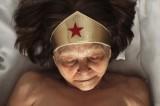 Come muoiono i supereroi? Il progetto fotografico di Romina Ressia