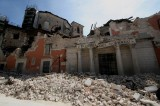 Sei anni fa il terremoto a L'Aquila. (Quasi) nessuno rideva