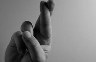 Incrociare le dita: il dolore si può ridurre creando un'illusione