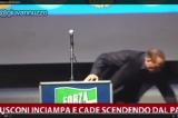 Genova. Berlusconi cade dal palco