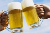 Il Leicester City festeggia la salvezza offrendo da bere ai tifosi