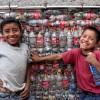 Ecobricks, quando le bottiglie di plastica diventano edifici