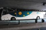 Francia. Autobus troppo alto rimane incastrato sotto tunnel