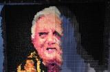 Usa: ritratto di Ratzinger fatto di profilattici, l'artista alla gogna