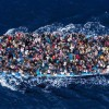Barcone si ribalta al largo della Libia: in corso operazioni di salvataggio