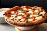 #MangioPizzaPerché: su Twitter l'ode al vanto della cucina partenopea