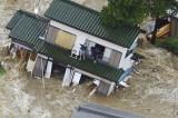 Alluvione in Giappone. Case spazzate via dall'acqua