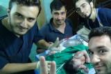 VIDEO Siria. Bambina nasce con proiettile in testa ma è salva