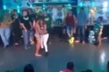 VIDEO COMPLETO Messico, sesso orale in discoteca Capezzio per un drink