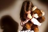 Abusava delle nipoti di 7 e 4 anni. Arrestato ex poliziotto di 60 anni