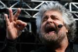 Beppe Grillo e il tweet omofobo che scatena il PD