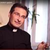 Chiesa e gay. Monsignor Charamsa fa coming out: 'Sono felice'