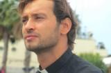 Davide Banzato, il sacerdote più bello della tv spopola sul web