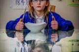 Non sente dolore, fame e sonno: Olivia, la 'bimba bionica' di 7 anni