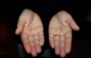 Catania. Religioso in fuga d'amore dopo aver derubato l'ente per i poveri
