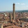 A spasso per Bologna: la storia e la leggenda della Torre degli Asinelli
