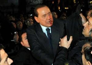 Berlusconi colpito al volto
