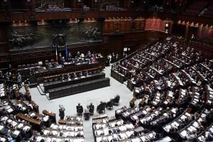 Bossi tagliamo anche gli stipendi dei magistrati wakeupnews for Parlamentari italiani numero