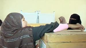 una donna egiziana alle urne