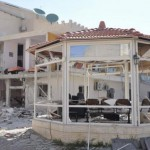 La sede di Al-Ikhbariya devastata dall'attacco (twnews.it)