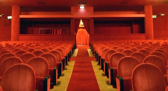 Teatro Le Sedie.Aiutare La Cultura Comprando Una Poltrona In Teatro