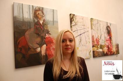 """L'artista Anna Caruso in posa per Wakeupnews davanti a """"Solo una volta al mese"""", 2012"""