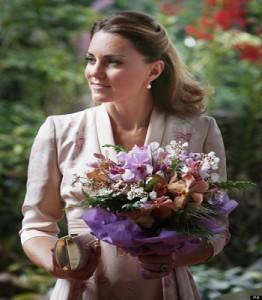 Kate middleton presto mamma wakeupnews for Quanto costa la corona della regina elisabetta