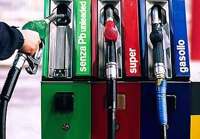 Quanto costerebbe la benzina senza tasse?