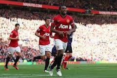 Patrice Evra esulta per il gol del 2-0 sull'Arsenal