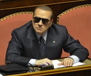 Berlusconi con gli occhiali da sole