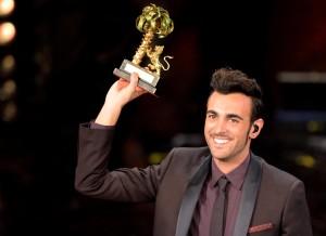 Marco Mengoni vincitore a Sanremo (sorrisi.com)